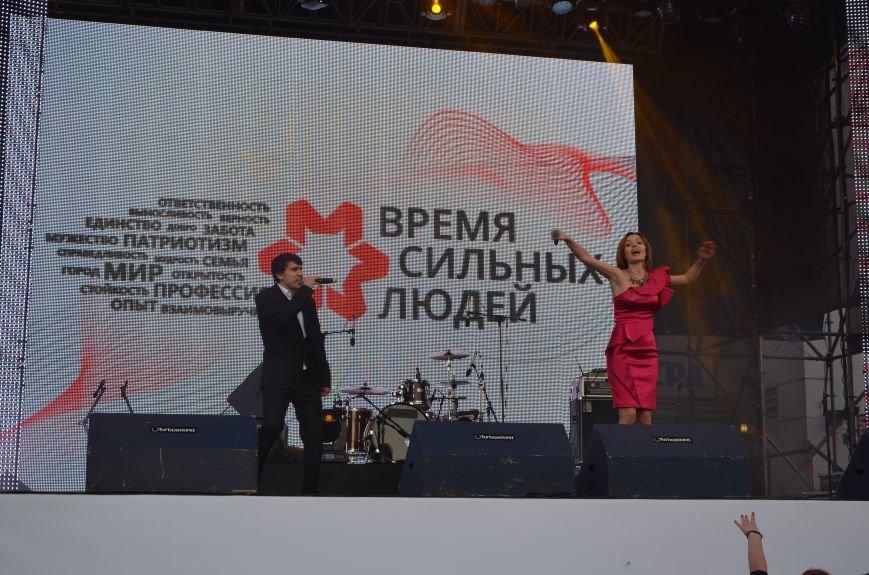 В Мариуполе Анна Седакова собрала на сцене детей, Гайтана пела про «Шахтер», а Кривошапко исполнил песню о войне (ФОТОРЕПОРТАЖ), фото-46