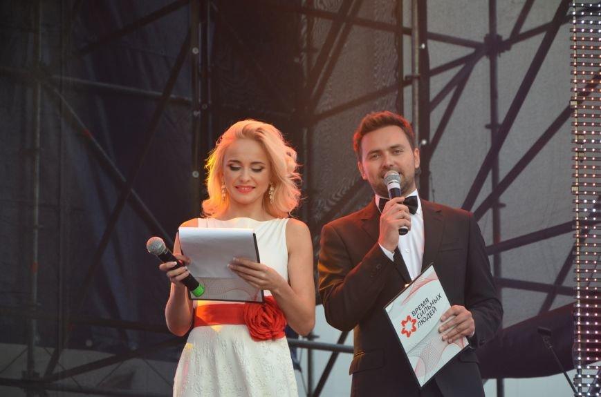 В Мариуполе Анна Седакова собрала на сцене детей, Гайтана пела про «Шахтер», а Кривошапко исполнил песню о войне (ФОТОРЕПОРТАЖ), фото-45