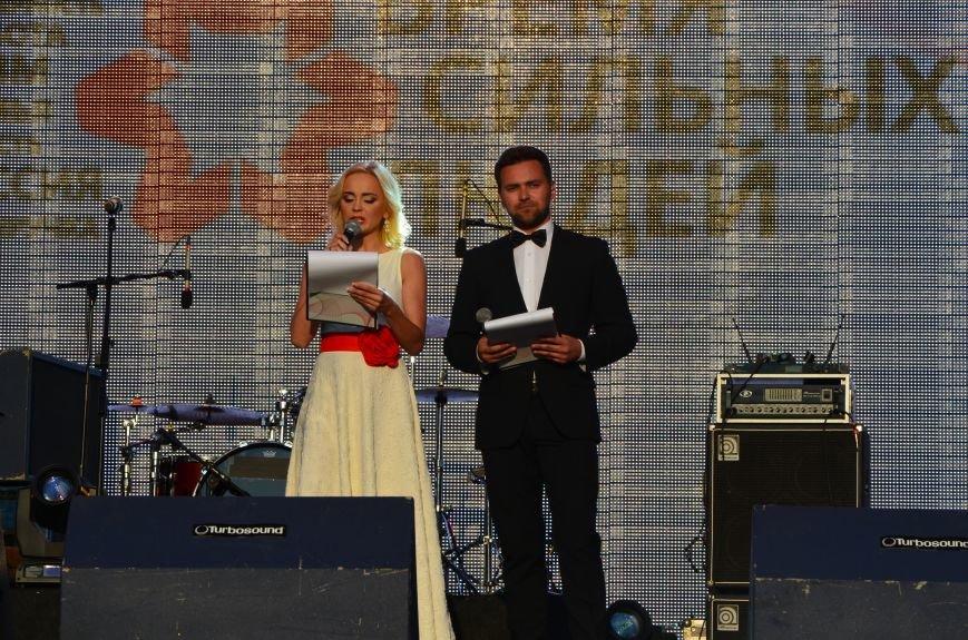 В Мариуполе Анна Седакова собрала на сцене детей, Гайтана пела про «Шахтер», а Кривошапко исполнил песню о войне (ФОТОРЕПОРТАЖ), фото-29