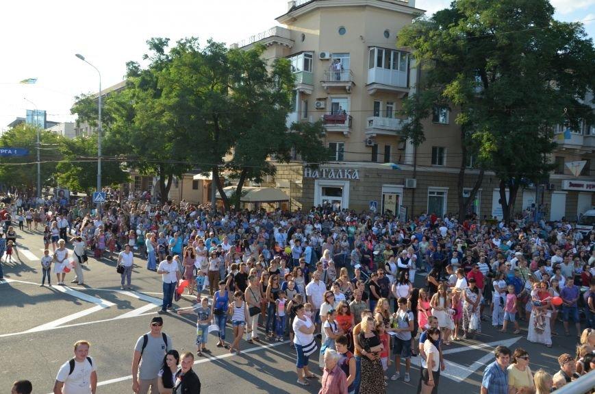 В Мариуполе Анна Седакова собрала на сцене детей, Гайтана пела про «Шахтер», а Кривошапко исполнил песню о войне (ФОТОРЕПОРТАЖ), фото-8