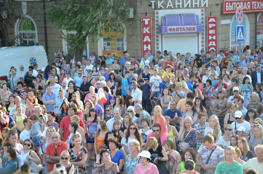 В Мариуполе Анна Седакова собрала на сцене детей, Гайтана пела про «Шахтер», а Кривошапко исполнил песню о войне (ФОТОРЕПОРТАЖ), фото-14