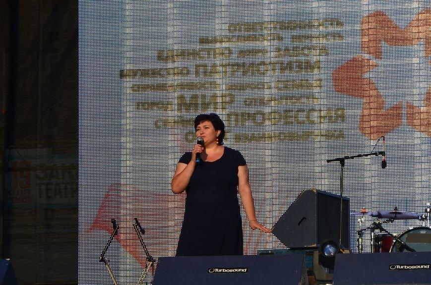 В Мариуполе Анна Седакова собрала на сцене детей, Гайтана пела про «Шахтер», а Кривошапко исполнил песню о войне (ФОТОРЕПОРТАЖ), фото-31