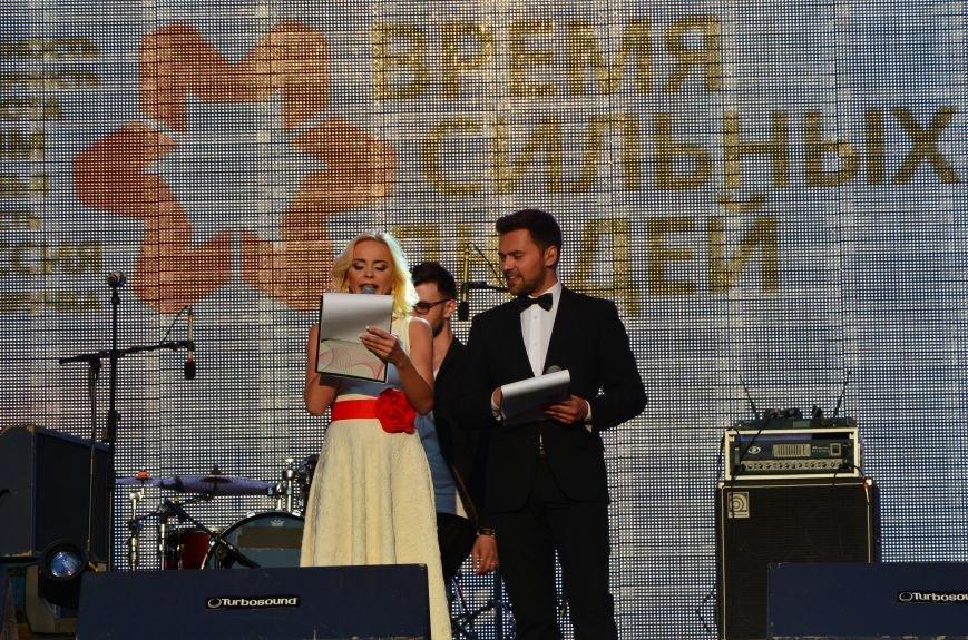 В Мариуполе Анна Седакова собрала на сцене детей, Гайтана пела про «Шахтер», а Кривошапко исполнил песню о войне (ФОТОРЕПОРТАЖ), фото-30