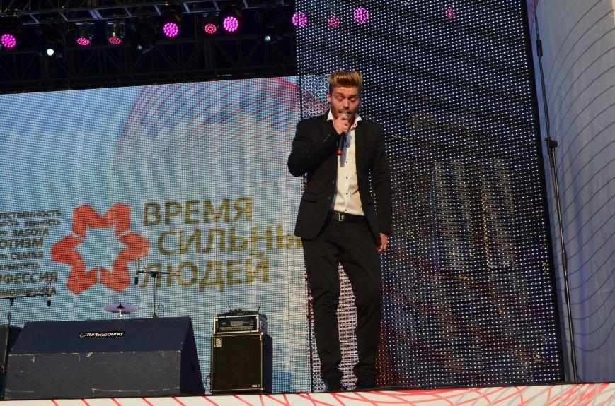 В Мариуполе Анна Седакова собрала на сцене детей, Гайтана пела про «Шахтер», а Кривошапко исполнил песню о войне (ФОТОРЕПОРТАЖ), фото-51