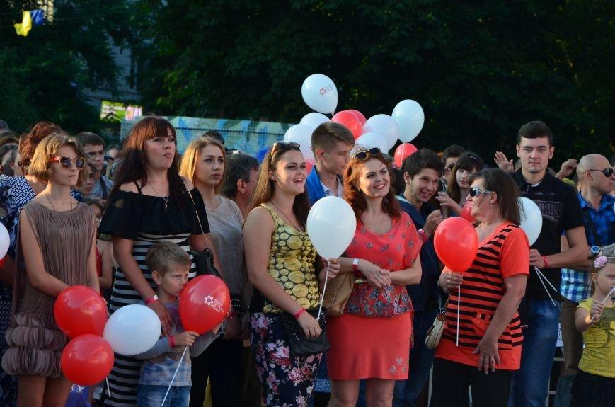 В Мариуполе Анна Седакова собрала на сцене детей, Гайтана пела про «Шахтер», а Кривошапко исполнил песню о войне (ФОТОРЕПОРТАЖ), фото-47