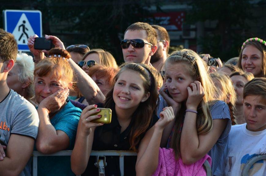 В Мариуполе Анна Седакова собрала на сцене детей, Гайтана пела про «Шахтер», а Кривошапко исполнил песню о войне (ФОТОРЕПОРТАЖ), фото-32