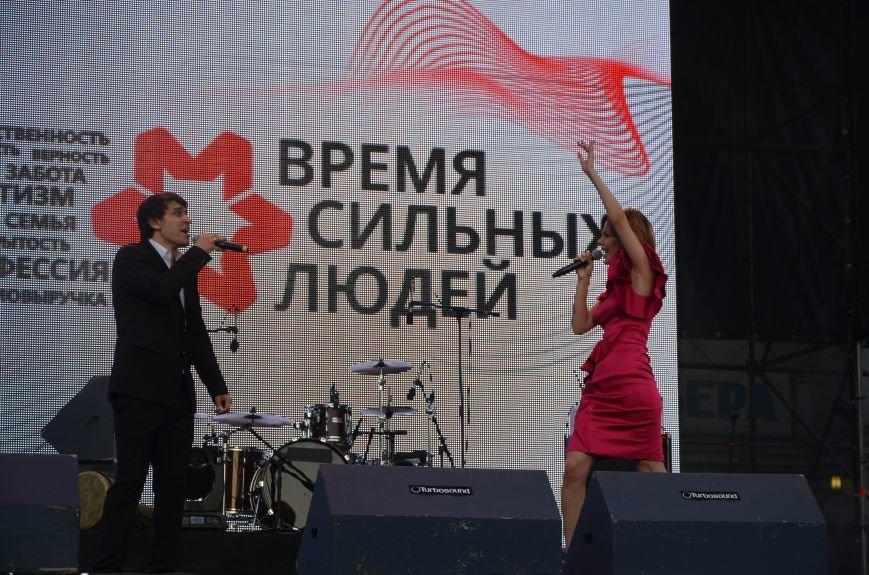 В Мариуполе Анна Седакова собрала на сцене детей, Гайтана пела про «Шахтер», а Кривошапко исполнил песню о войне (ФОТОРЕПОРТАЖ), фото-54