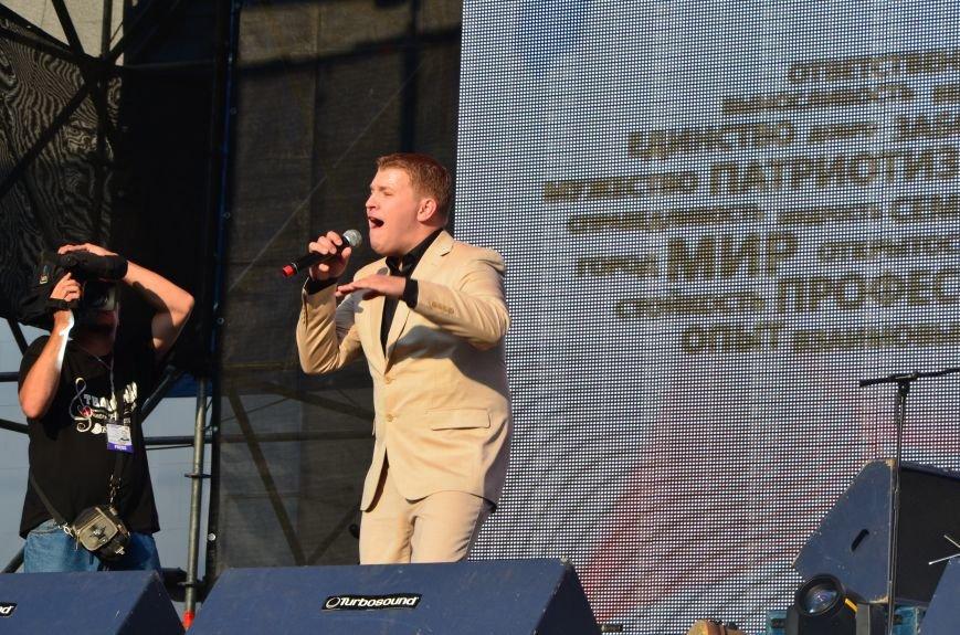 В Мариуполе Анна Седакова собрала на сцене детей, Гайтана пела про «Шахтер», а Кривошапко исполнил песню о войне (ФОТОРЕПОРТАЖ), фото-19
