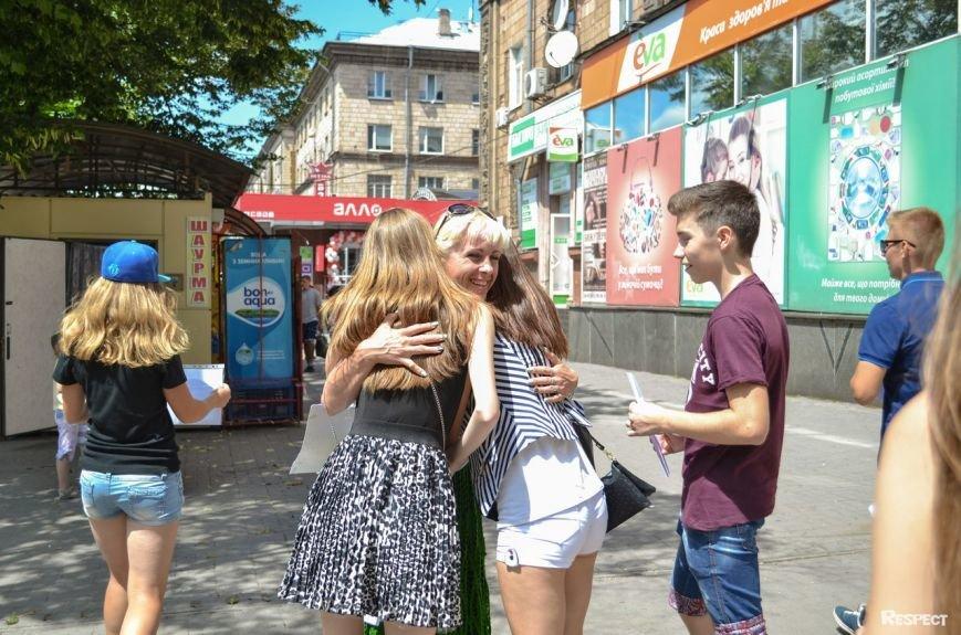 В Запорожье прошел фестиваль обнимашек (ФОТОРЕПОРТАЖ) (фото) - фото 5