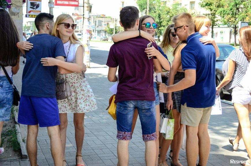В Запорожье прошел фестиваль обнимашек (ФОТОРЕПОРТАЖ) (фото) - фото 3
