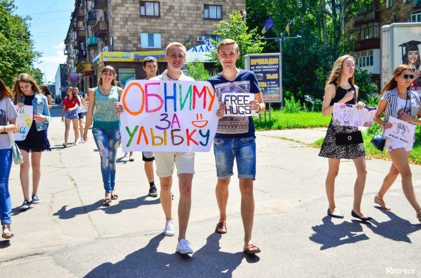 В Запорожье прошел фестиваль обнимашек (ФОТОРЕПОРТАЖ) (фото) - фото 9