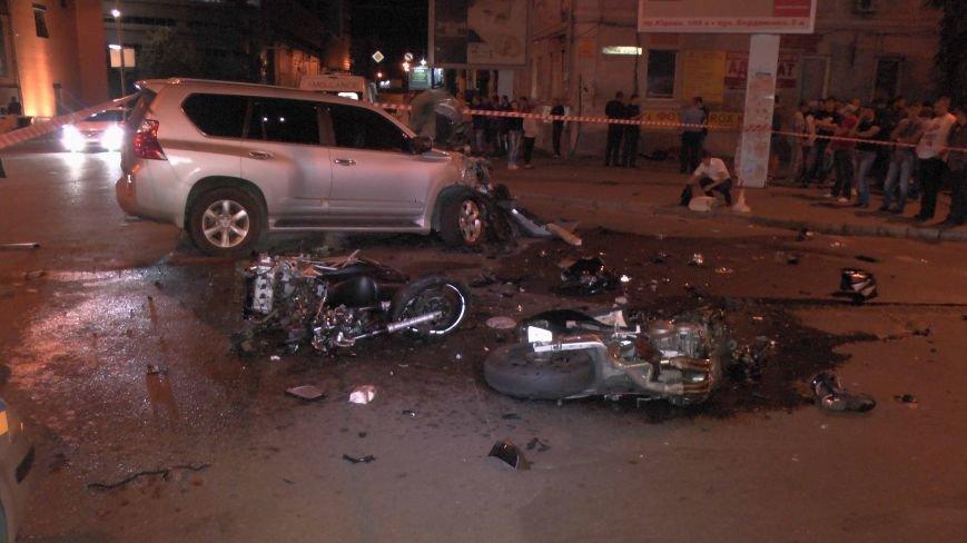 В Днепропетровске «Лексус» лоб в лоб столкнулся с двумя мотоциклистами (ФОТО) (фото) - фото 1