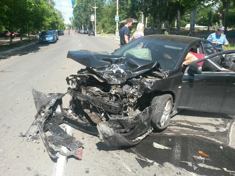 Тройное ДТП в Мариуполе: пьяный на «Митсубиси»  протаранил такси и припаркованный «Хюндай» (ФОТО) (фото) - фото 1