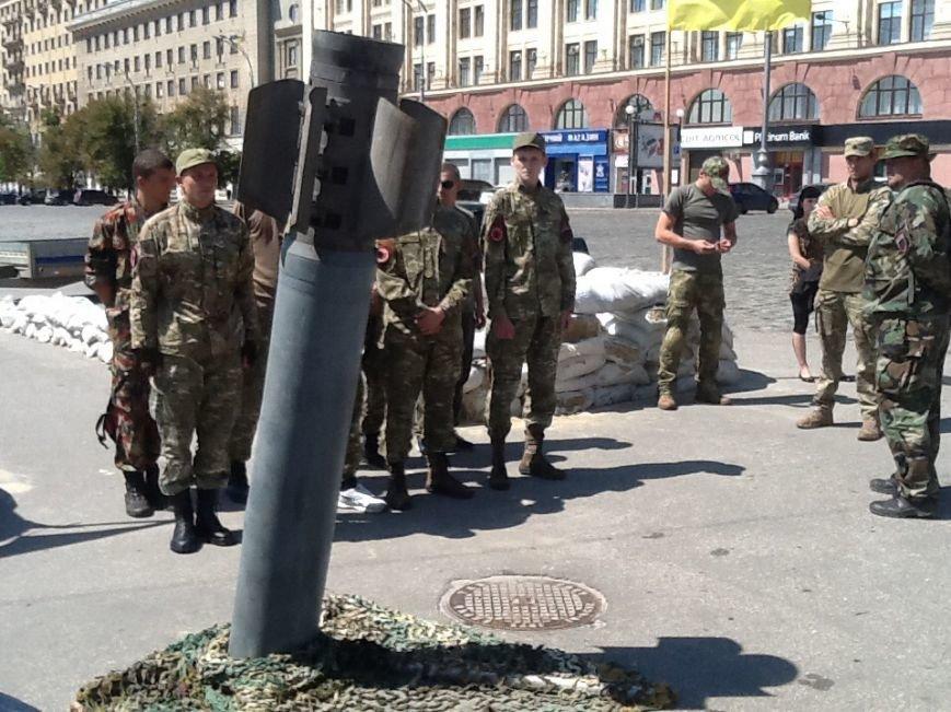 На площади Свободы в Харькове установили снаряд от «Смерча» (ФОТО) (фото) - фото 1