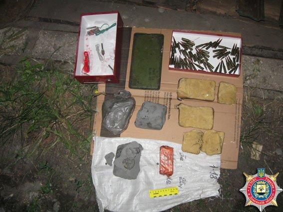 У жителя Красноармейска изъято несколько единиц оружия и взрывчатки (ФОТО) (фото) - фото 2