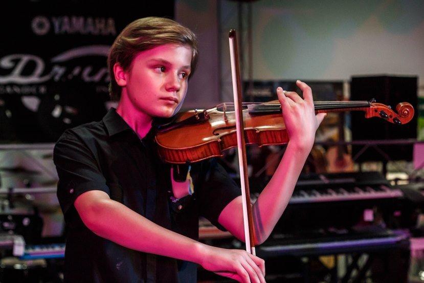 В Армавире прошел концерт юного музыканта-виртуоза Льва Твелова (фото) - фото 1