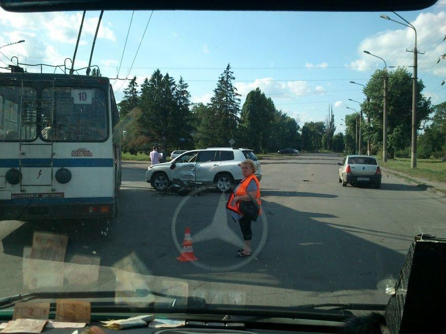 В результате столкновения  мопеда с автомобилем госпитализирован 55-летний криворожанин (ФОТО) (фото) - фото 1