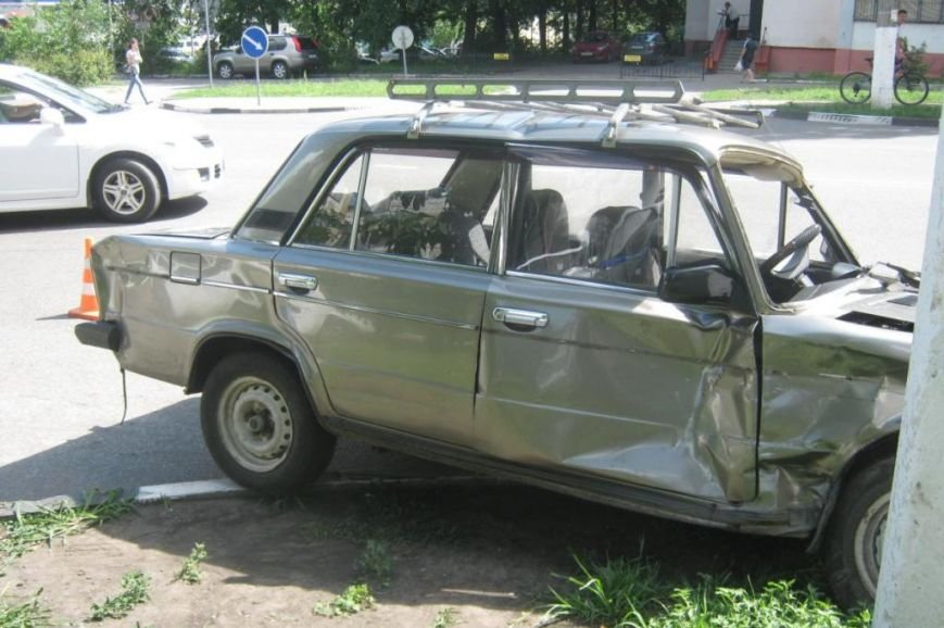 Под Белгородом мотоциклист разбился, врезавшись в опору ЛЭП (фото) - фото 3