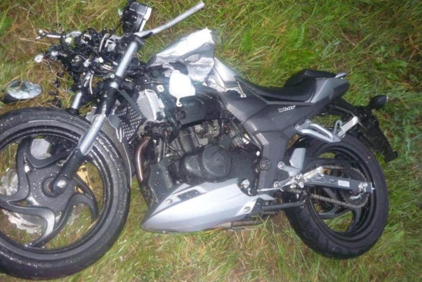 Под Белгородом мотоциклист разбился, врезавшись в опору ЛЭП (фото) - фото 1