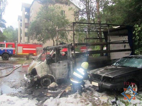 В Пышках из-за короткого замыкания сгорело четыре автомобиля (фото) - фото 3