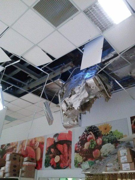 Фотофакт. «Амстор» на ул.Университетская в Донецке после обстрела (фото) - фото 1