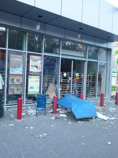Фотофакт. «Амстор» на ул.Университетская в Донецке после обстрела (фото) - фото 5