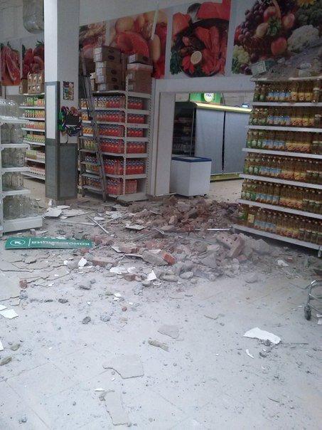 Фотофакт. «Амстор» на ул.Университетская в Донецке после обстрела (фото) - фото 3