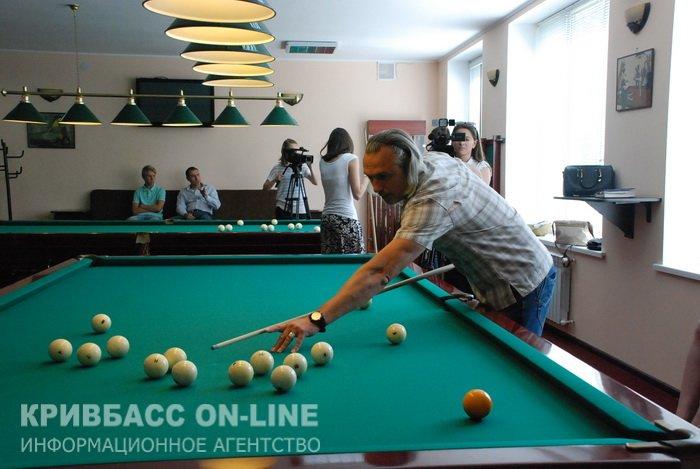 Криворожские журналисты выяснили, кто из них лучший в бильярде (ФОТО) (фото) - фото 2