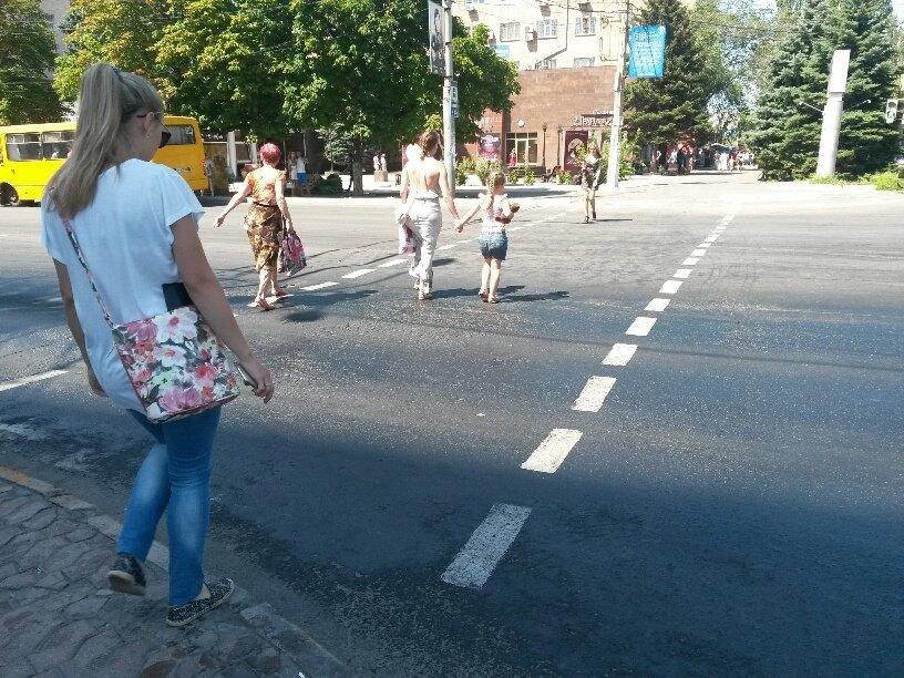 В центре Мариуполя разлилось масло (ФОТОФАКТ), фото-1