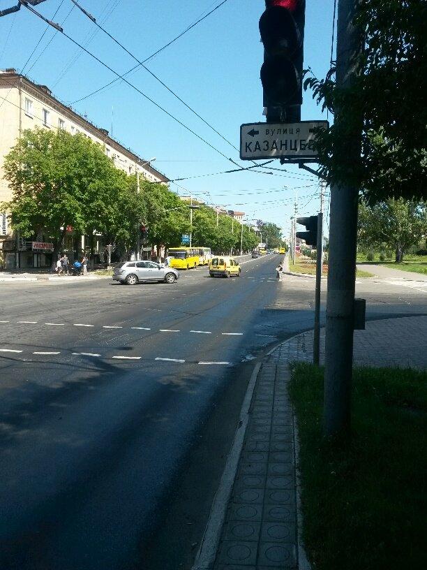 В центре Мариуполя разлилось масло (ФОТОФАКТ), фото-4