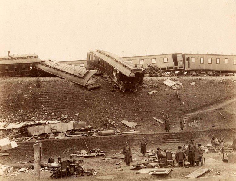 Russian_imperial_train_crush1888
