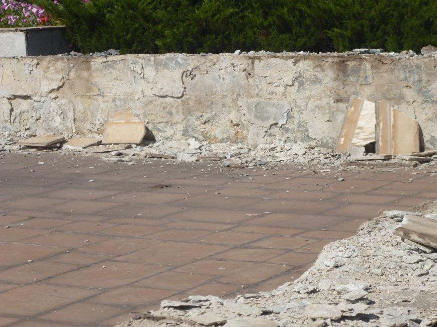 Фонтан перед Криворожским горисполкомом реконструируют ... в клумбу (ФОТО) (фото) - фото 1
