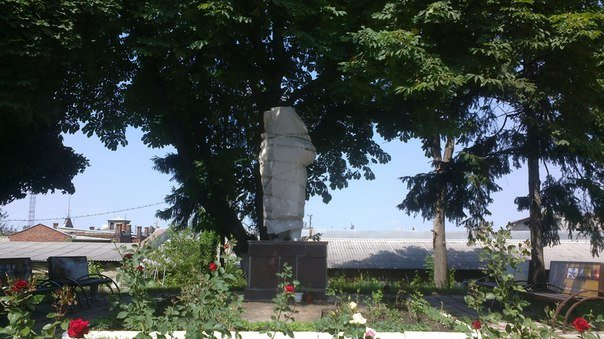 В Харькове снесли очередной памятник Ленину (ФОТОФАКТ) (фото) - фото 1