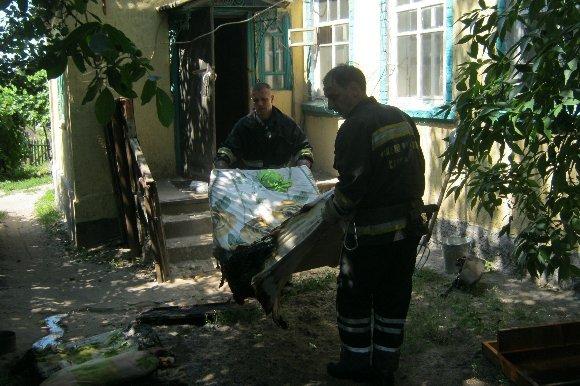 У женщины, которую сегодня спасли на пожаре, шесть ножевых ранений (фото) - фото 1