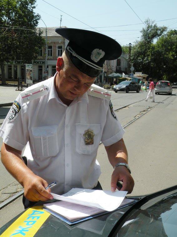 В Николаеве припарковавшийся Ford заблокировал движение трамваев (ФОТО) (фото) - фото 1