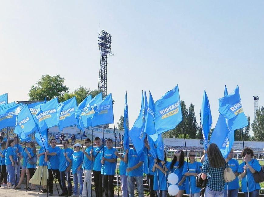 В Никополе 10 тысяч металлургов спели гимн Украины вместе с Олегом Скрипкой (фото) - фото 2