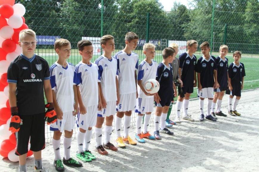 Сергей Березенко открыл в Чернигове новое футбольное поле, на котором определилось имя лучшей дворовой команды города, фото-1
