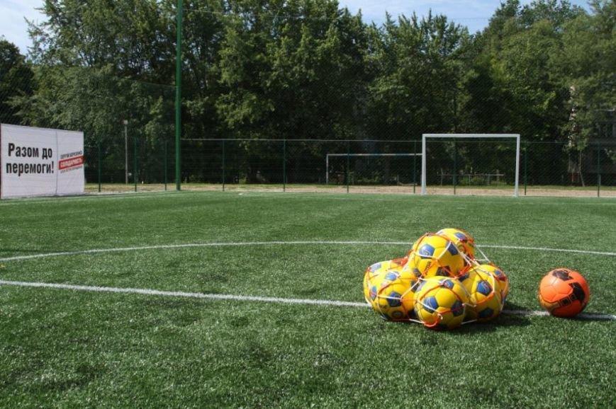 Сергей Березенко открыл в Чернигове новое футбольное поле, на котором определилось имя лучшей дворовой команды города, фото-2