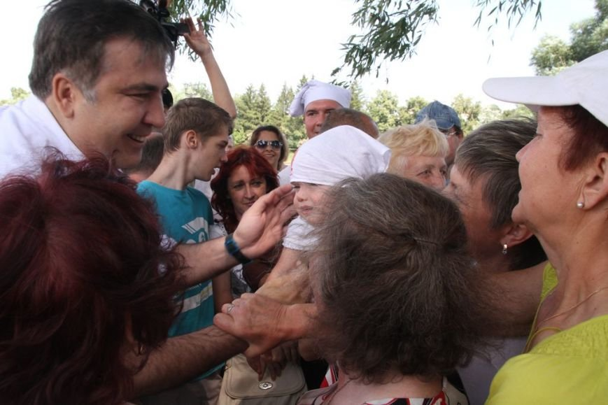 Черниговцы радостно встретили Саакашвили, фото-2