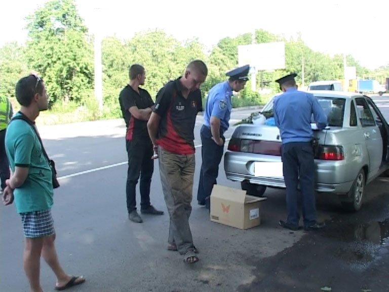 На блок-посту в Сумах работники ГАИ обнаружили коноплю, мак и шприц (ФОТО+ВИДЕО), фото-2