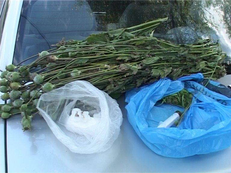 На блок-посту в Сумах работники ГАИ обнаружили коноплю, мак и шприц (ФОТО+ВИДЕО), фото-3