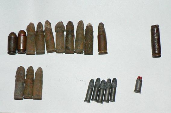 У Черняхові чоловік колекціонував небезпечні знахідки часів  ІІ Світової війни (фото) - фото 1