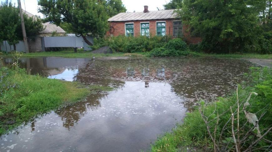 В Славянске улицу Марапульца заливает водой (фотофакт) (фото) - фото 3