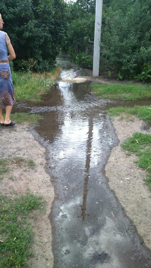В Славянске улицу Марапульца заливает водой (фотофакт) (фото) - фото 2