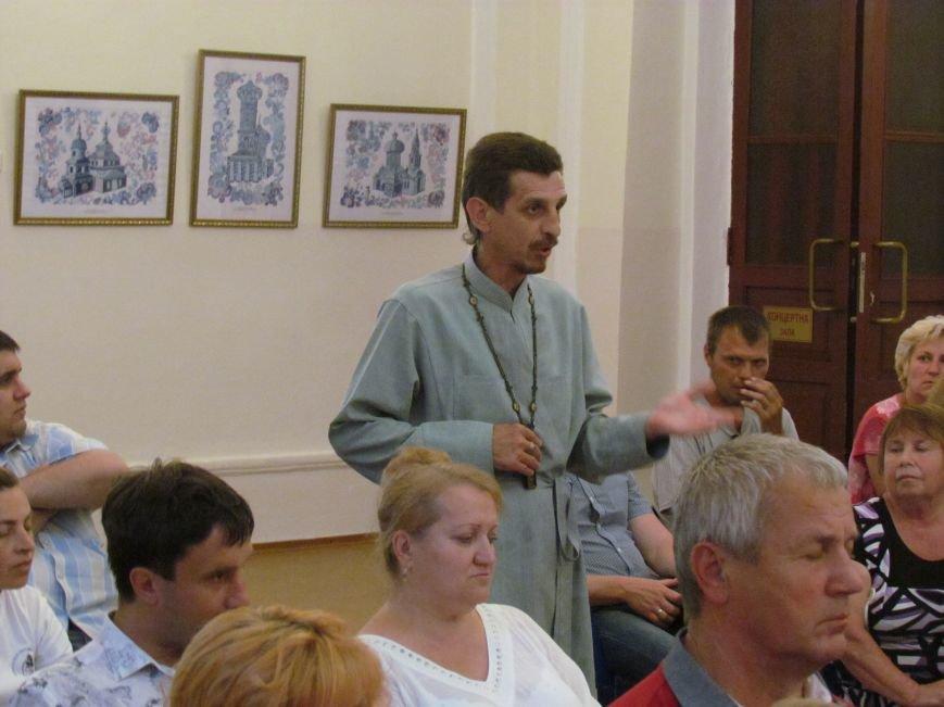 Священнослужитель в Мариуполе заступился за священников, обвиненных в шпионаже в пользу «ДНР» (ФОТО), фото-1