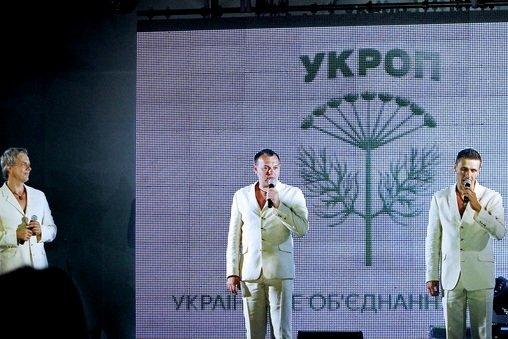 Концерт кращих в Україні виконавців авторської пісні та поп-класики тріо «S-Klass» пройшов за підтримки Геннадія Корбана, фото-25