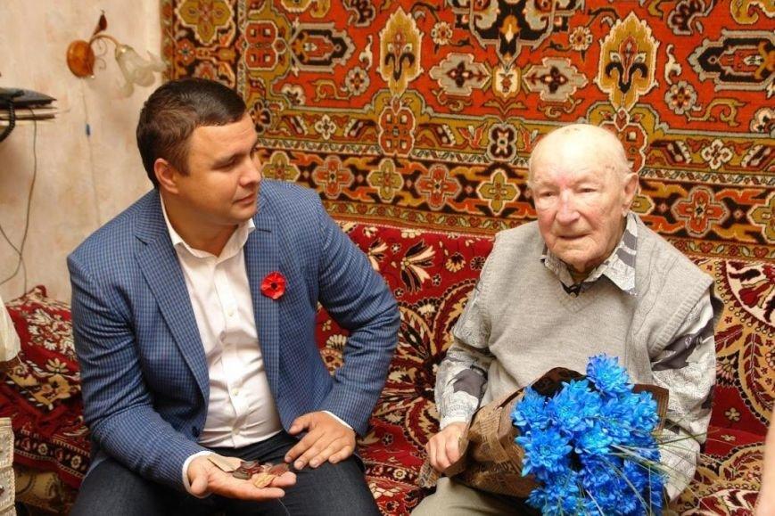 Максим Микитась з нагоди Дня Перемоги подарунками привітав ветеранів міста та області, фото-3