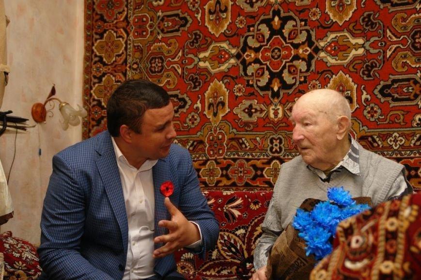 Максим Микитась з нагоди Дня Перемоги подарунками привітав ветеранів міста та області, фото-7