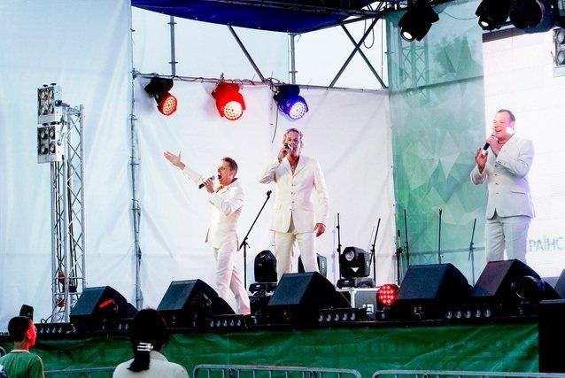 Концерт кращих в Україні виконавців авторської пісні та поп-класики тріо «S-Klass» пройшов за підтримки Геннадія Корбана, фото-2