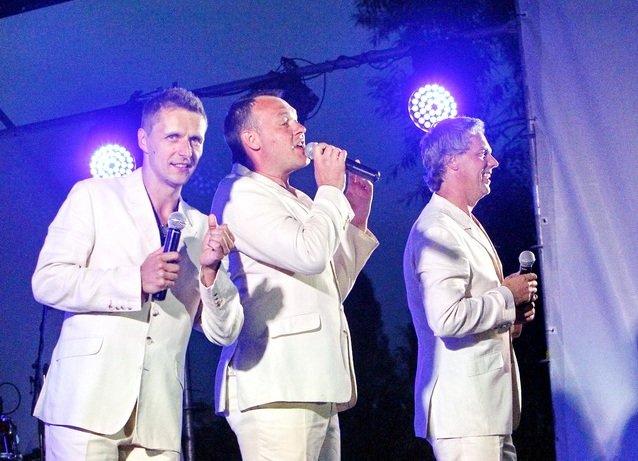 Концерт кращих в Україні виконавців авторської пісні та поп-класики тріо «S-Klass» пройшов за підтримки Геннадія Корбана, фото-12